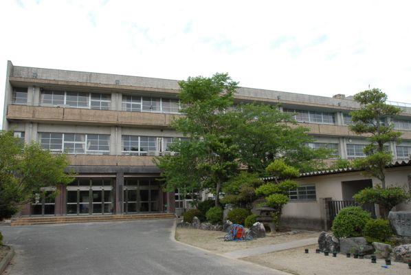 宫田东面小学