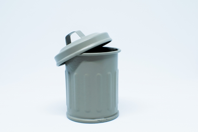 在拿出廢棄物的時候,請注意